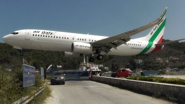 viral video σκιαθος αεροπλανο απογειωση